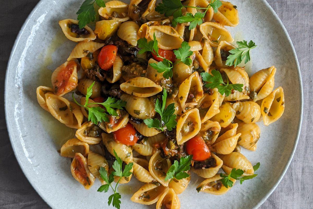 Pasta Capperi, Pomodorini e Olive